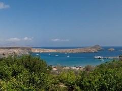 Грецию. Остров Родос. Залив Святого Павла в Линдос