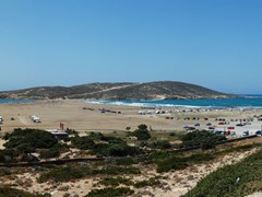 Панорама пляжа Эгейского и Средиземного морей. Остров Родос, Греция.