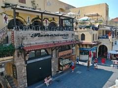 Родос, Греция - площадь 20 сентября средневекового города Родос, Греция