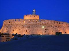 Символ острова Родос - гавань Гейтс и маяк Св. Николая - ночной вид