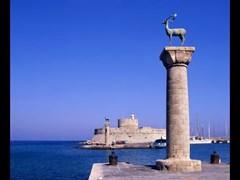 Вход в старый порт Родос, Греция