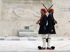 05_ATHENS,-GREECE_Evzones-guarding