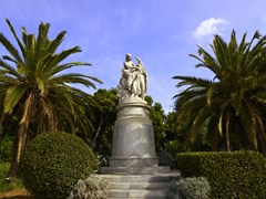 43_Hellas-and-Lord-Byron-statue-in-Athens,Greece-(2)