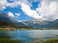 07_Landscape-of-Feneos-Lake-also-known-as-Doxa-lake-in-Peloponnese,-Greece.