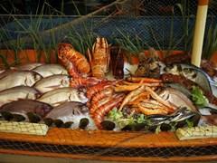 24_A-display-of-Mediterranean-seafood-at-a-Greek-fish-taverna.