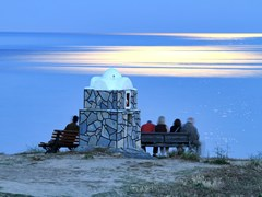 04_Group-of-people-relaxing-on-the-beach-at-sunset