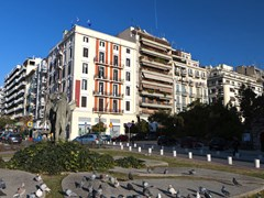 11_City-view-of-Thessaloniki,-capital-of-North-Greece.-Saint-Sophia-square