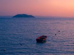 Kelyfos_sunset_boat_01