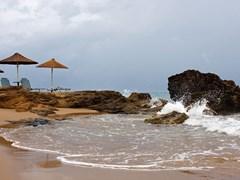 Вид на песчаный пляж после дождя, Закинф Греция