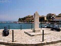 Пушки в порту Кассиопи Корфу остров