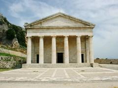 Церковь Агиос Георгиос на старом Корфу построен в древнем греческом стиле