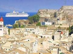 Старый город Корфу и круизный корабль, остров Корфу Греция