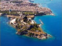 Вид с воздуха на старую крепость Корфу Греция