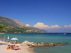 Пляж Дассья на острове Корфу Греция