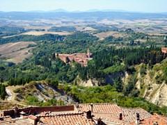 57_Chiusure-is-a-pretty-village-in-the-tuscan-region-of-the-crete-senesi