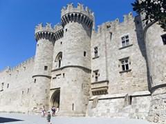 03_Knights-castle-at-Rhodos-Island,-Greece