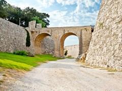 10_Bridge-in-the-castle-of-Rhodes-(Rodos)