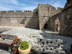 17_Detail-of-medieval-fortification-in-Rhodes
