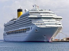 45_Cruise-ship-at-Rhodes-island,-Greece
