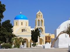 02_Church-in-Oia---Santorini-island-Greece