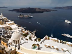 08_Bay-of-Santorini-with-small-island-and-some-vessels