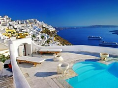 13_Romantic-holidays---Santorini-resorts