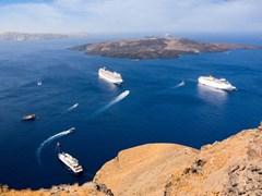 16_Cruise-ships-and-spectacular-caldera-view-at-Santorini,-Greece