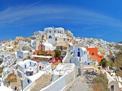 19_Panoramic-view-of-Oia-village-on-Santorini-island,-Greece