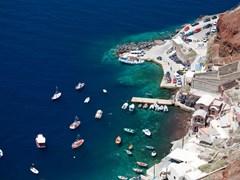 41_Boats-at-the-dock-on-Santorini,-Greece