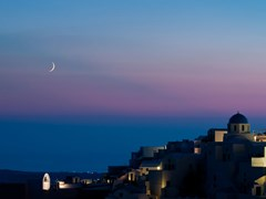 49_Oia-of-Santorini-after-sunset-with-moon
