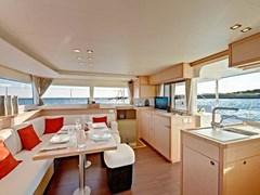 Istion_Yachting_lagoon450-kb