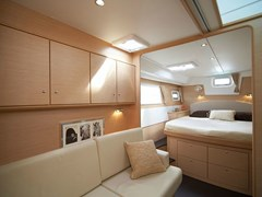 Istion-Yachting-Lagoon500-l