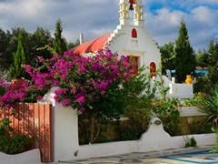 Греческая церковь в цветах