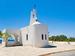 Маленькая церквушка на острове Самос
