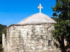 Небольшая греческая церковь в Полис Хрисохус