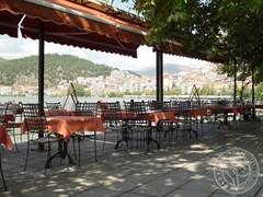 Кафе на березі озера. Касторія