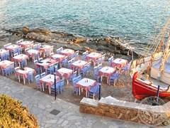 Кафе на пляже. Миконос
