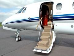 Висадка пасажирів з Cessna Sovereign C-680
