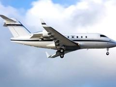 Літак Challenger CL-601 в повітрі