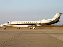 Embraer Legacy - 600 на взльотній смузі