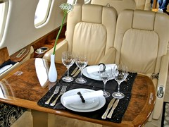 Їсти подано на Embraer Legacy - 600