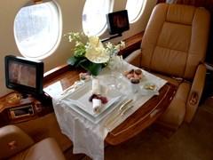 Обід на Falcon - 2000EX