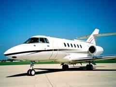 Літак Hawker - 800XP на землі