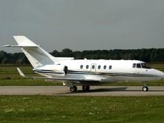 Зліт літака Hawker - 800XP