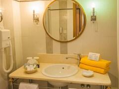 Aegean Melathron Thalasso Spa Hotel: Bathroom  - photo 48
