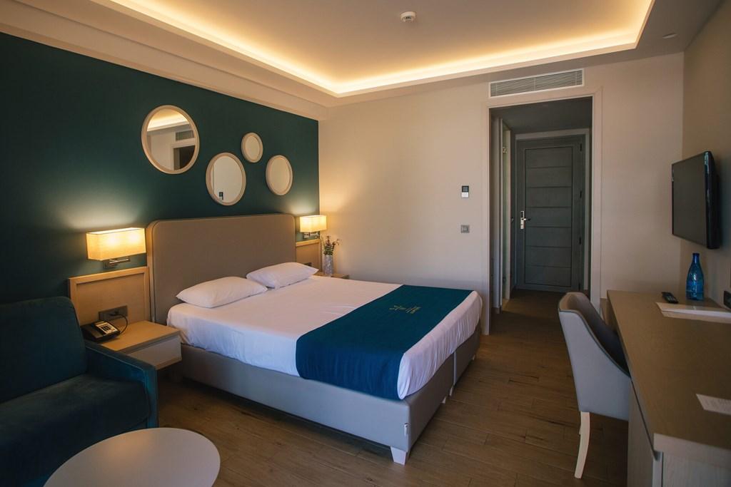 Almyros Beach Resort & Spa - 40