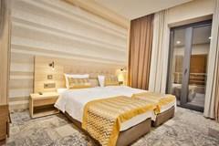 Ameri Plaza Hotel - photo 8