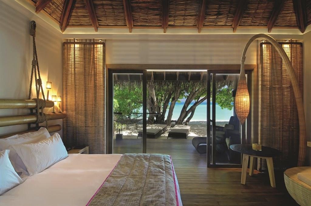 Constance Moofushi Resort - 22
