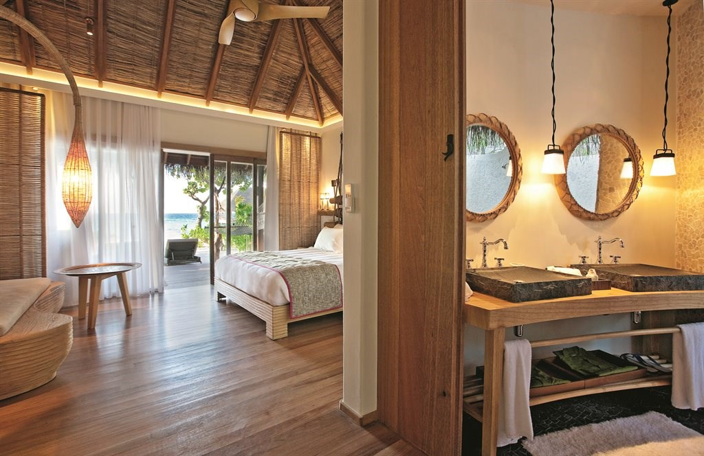 Constance Moofushi Resort - 19