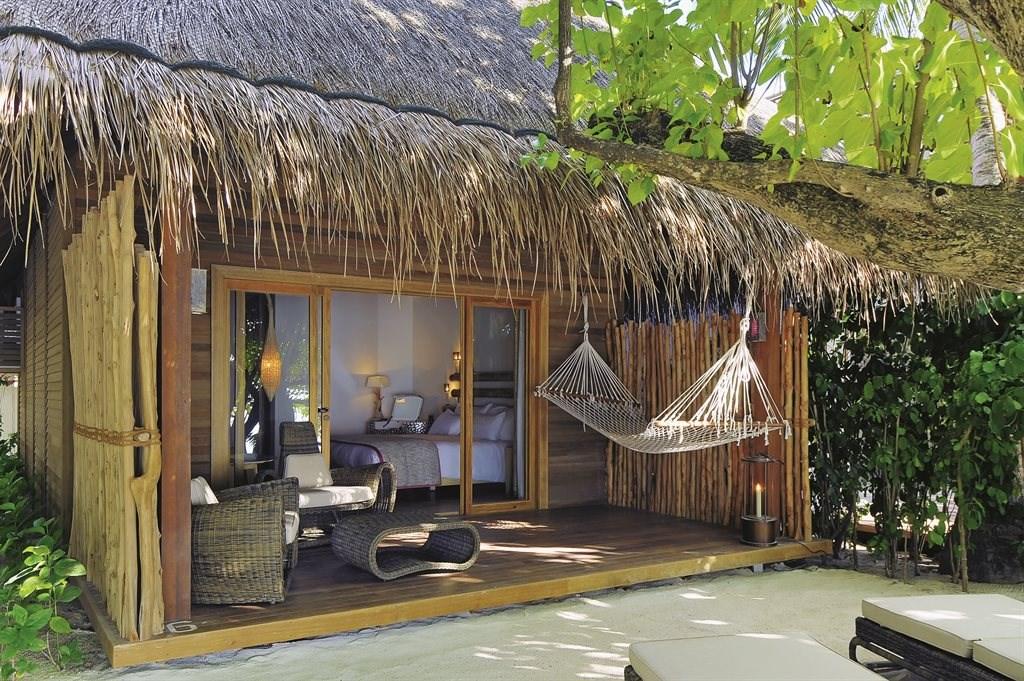 Constance Moofushi Resort - 20